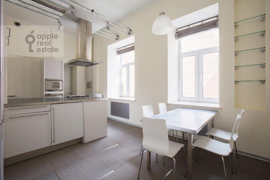 Kitchen of the 4-room apartment at Krivokolennyy per. 14/1
