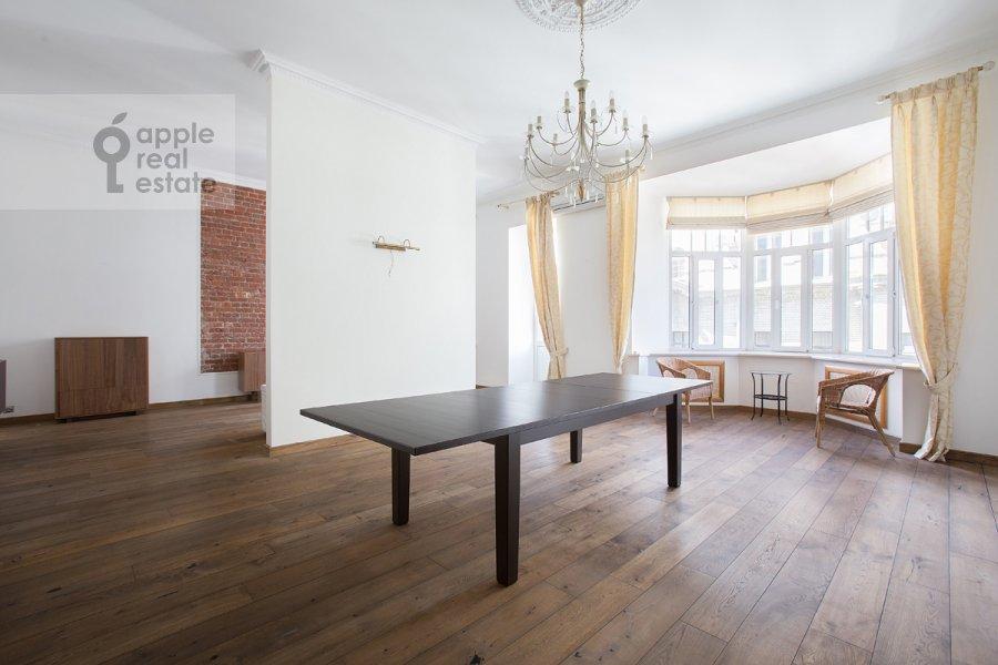 Living room of the 4-room apartment at Krivokolennyy per. 14/1