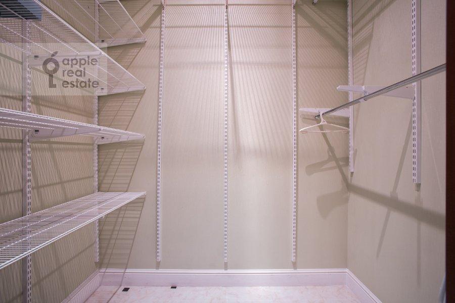 Walk-in closet / Laundry room / Storage room of the 2-room apartment at Udal'tsova ul. 23