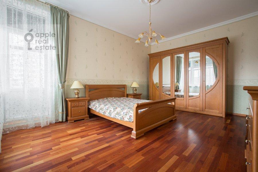 Bedroom of the 2-room apartment at Udal'tsova ul. 23