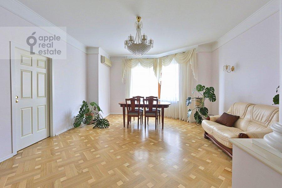 Гостиная в 3-комнатной квартире по адресу Большая Серпуховская ул. 25с2