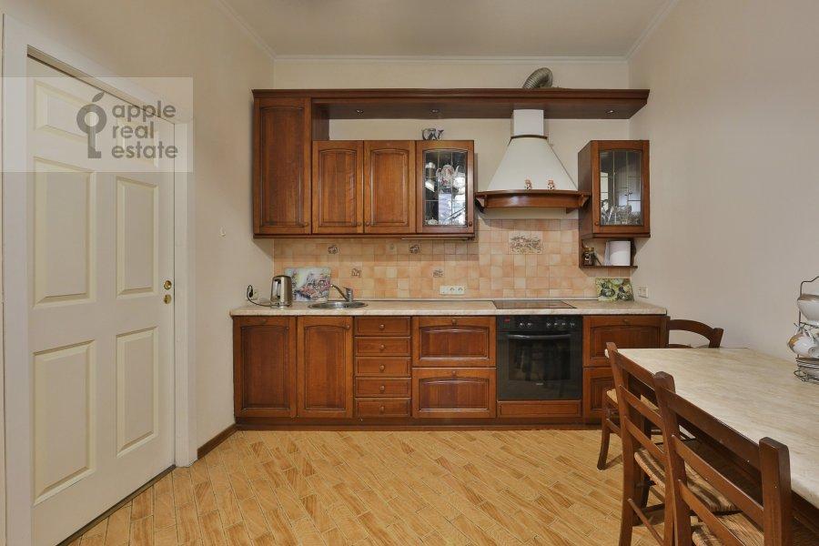 Кухня в 3-комнатной квартире по адресу Большая Серпуховская ул. 25с2