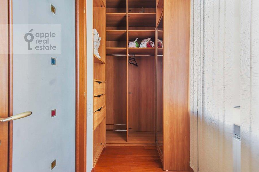 Walk-in closet / Laundry room / Storage room of the 2-room apartment at Tverskaya ul. 4k1
