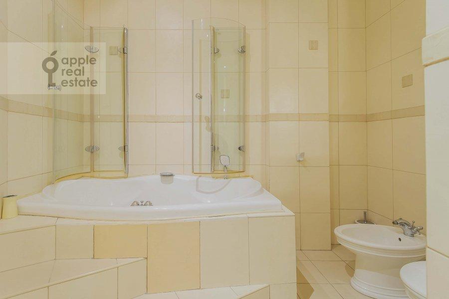 Bathroom of the 2-room apartment at Tverskaya ul. 4k1