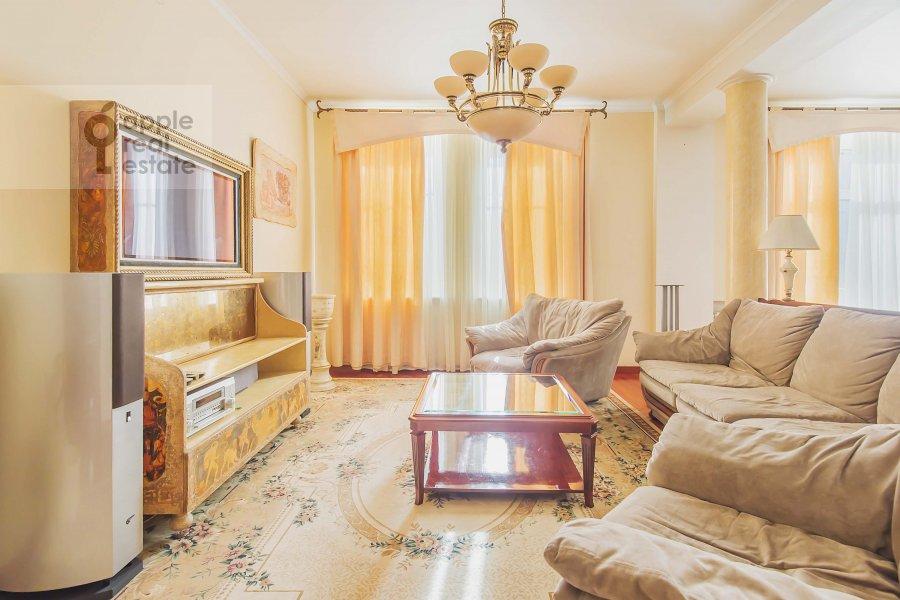 Living room of the 2-room apartment at Tverskaya ul. 4k1