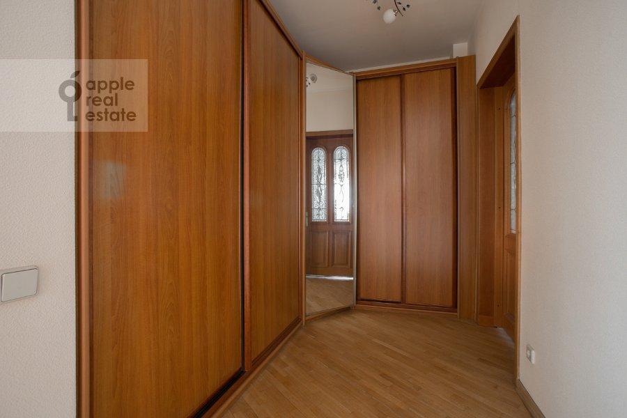 Коридор в 4-комнатной квартире по адресу Архитектора Власова ул. 22