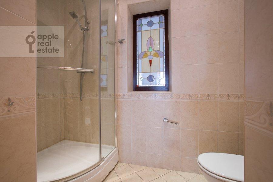 Санузел в 4-комнатной квартире по адресу Архитектора Власова ул. 22