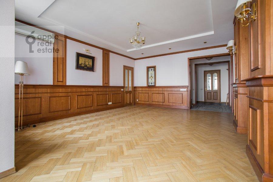 Гостиная в 4-комнатной квартире по адресу Архитектора Власова ул. 22