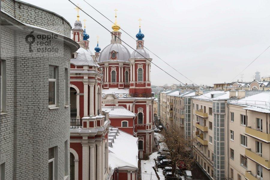 Вид из окна в 4-комнатной квартире по адресу Климентовский пер. 9/1