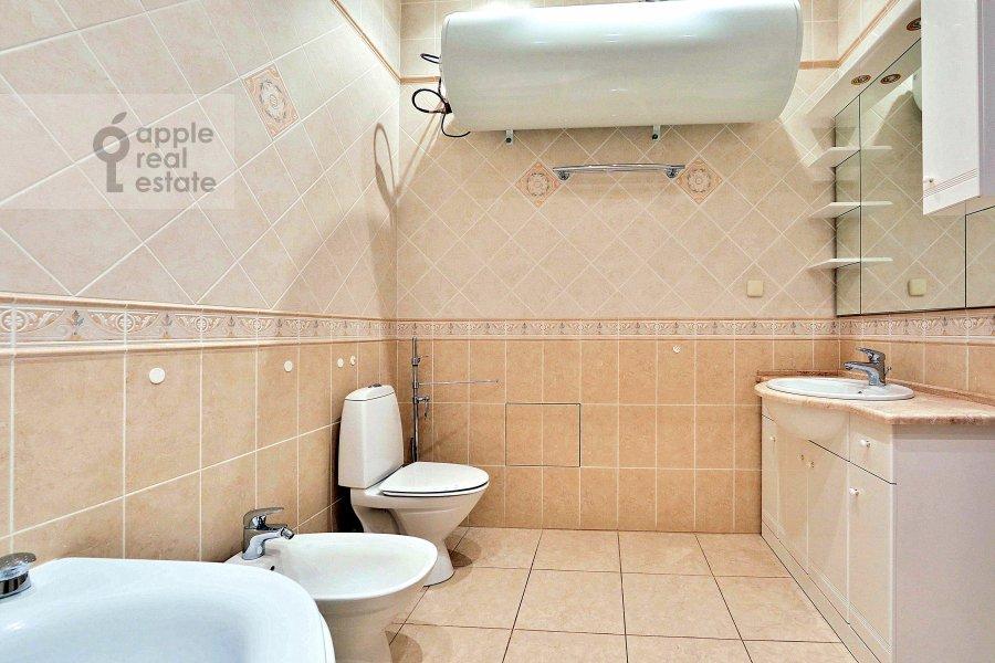 Санузел в 4-комнатной квартире по адресу Сеченовский пер. 7