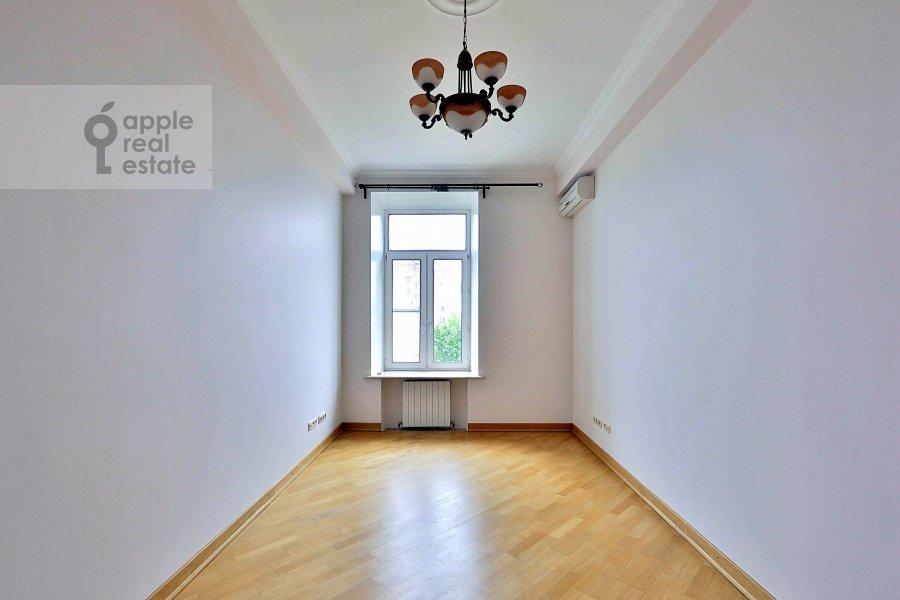 Детская комната / Кабинет в 4-комнатной квартире по адресу Сеченовский пер. 7