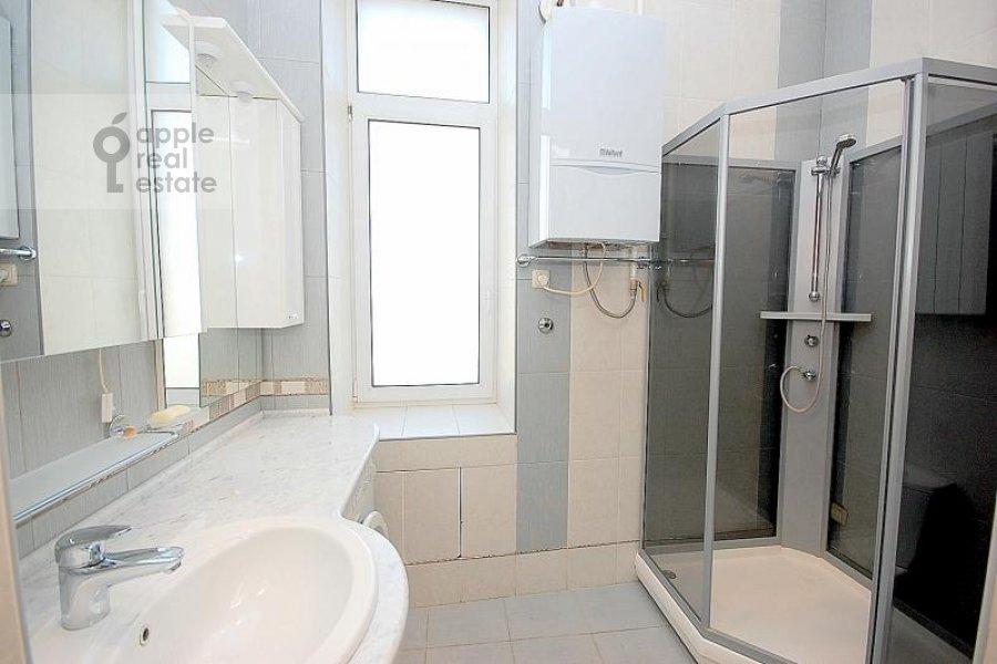 Bathroom of the 4-room apartment at Sechenovskiy per. 7