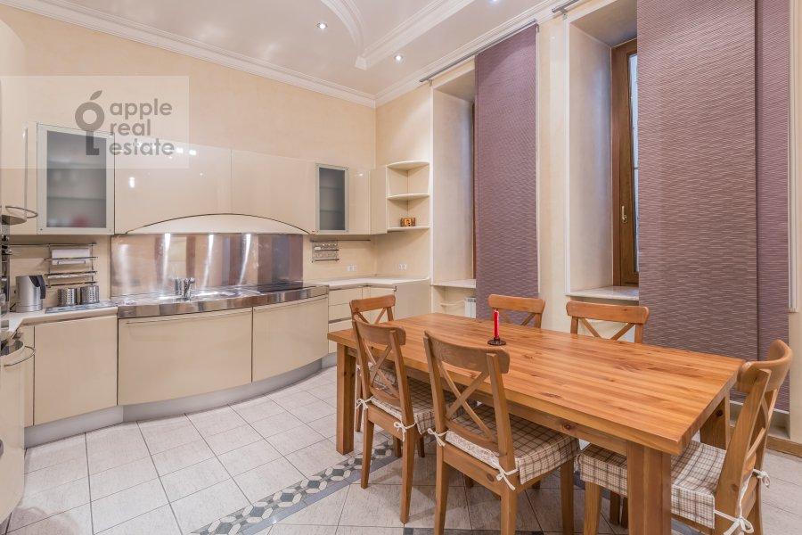 Кухня в 3-комнатной квартире по адресу Солянка ул. 1/2с2