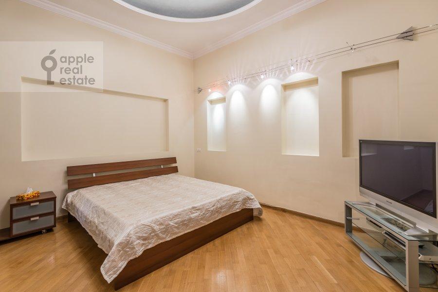 Спальня в 3-комнатной квартире по адресу Солянка ул. 1/2с2