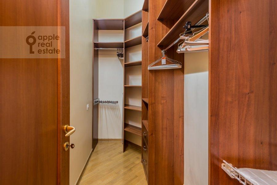 Гардеробная комната / Постирочная комната / Кладовая комната в 3-комнатной квартире по адресу Солянка ул. 1/2с2