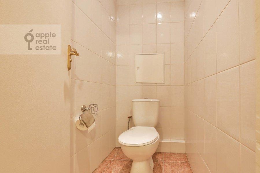 Санузел в 4-комнатной квартире по адресу Якиманка Большая ул. 26