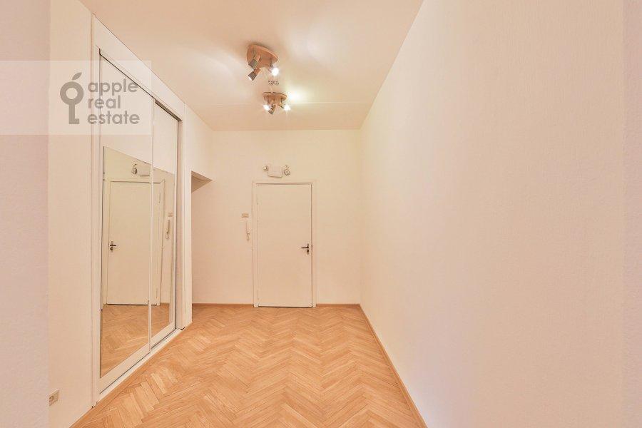 Коридор в 4-комнатной квартире по адресу Якиманка Большая ул. 26