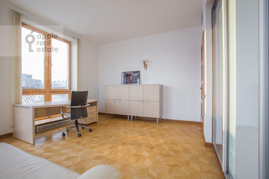 Children's room / Cabinet of the 4-room apartment at Strastnoy bul'v. 10k1