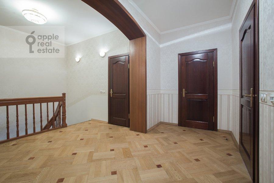 Corridor of the 5-room apartment at Tverskaya ulitsa 28k2