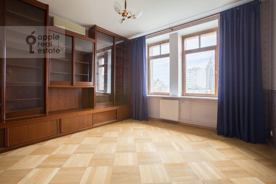 Children's room / Cabinet of the 5-room apartment at Tverskaya ulitsa 28k2