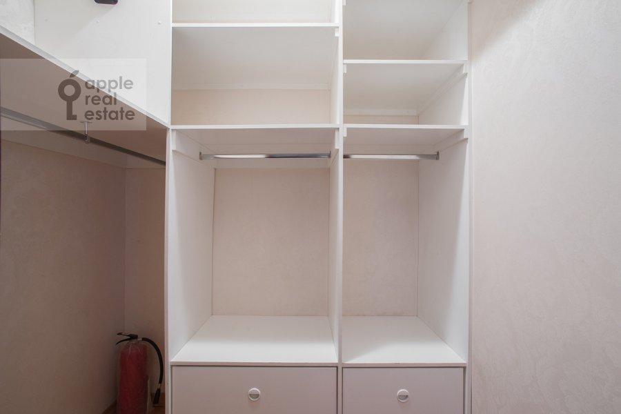 Walk-in closet / Laundry room / Storage room of the 5-room apartment at Tverskaya ulitsa 28k2