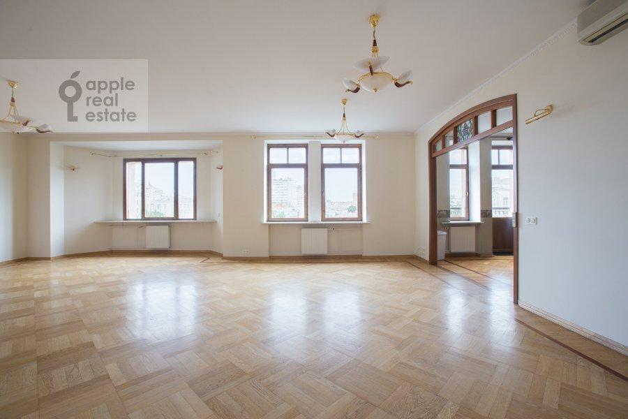 Living room of the 5-room apartment at Tverskaya ulitsa 28k2
