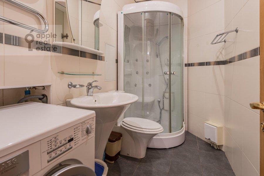 Bathroom of the 3-room apartment at Tverskaya ul. 12s8