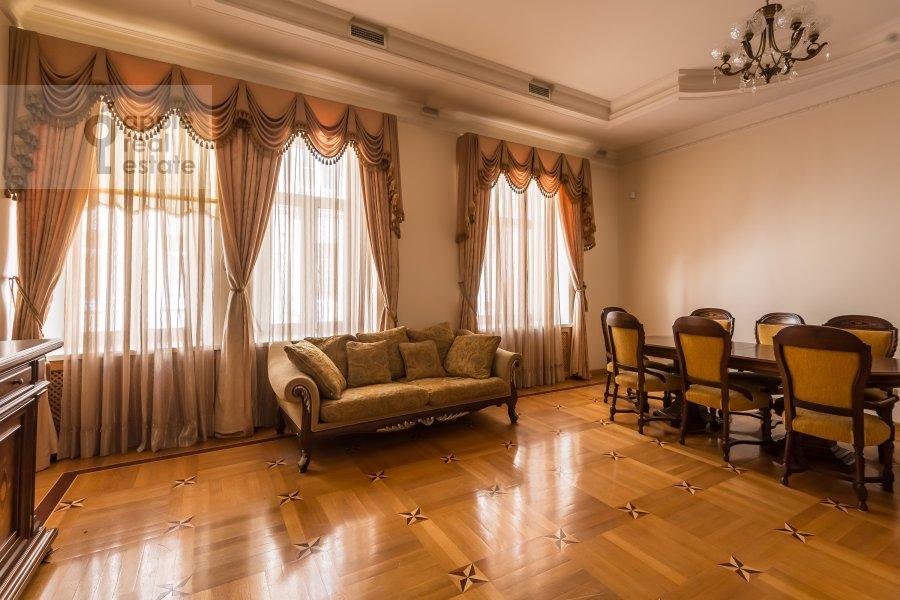 Living room of the 3-room apartment at Tverskaya ul. 12s8