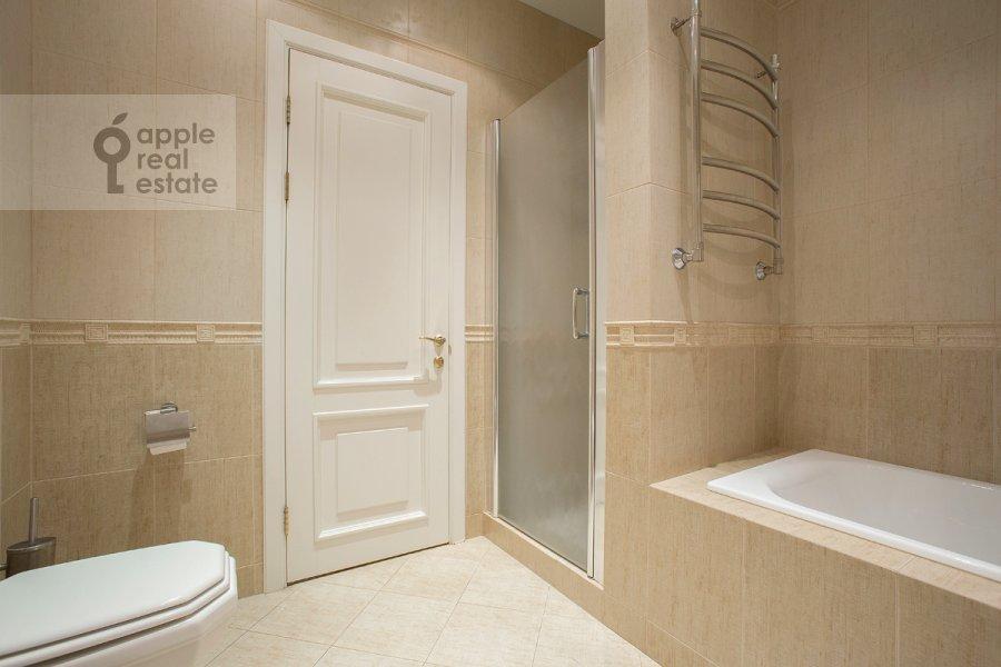 Bathroom of the 3-room apartment at Raspletina ul. 14