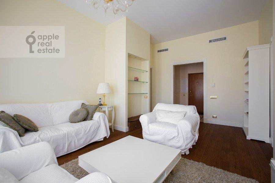 Living room of the 3-room apartment at Raspletina ul. 14