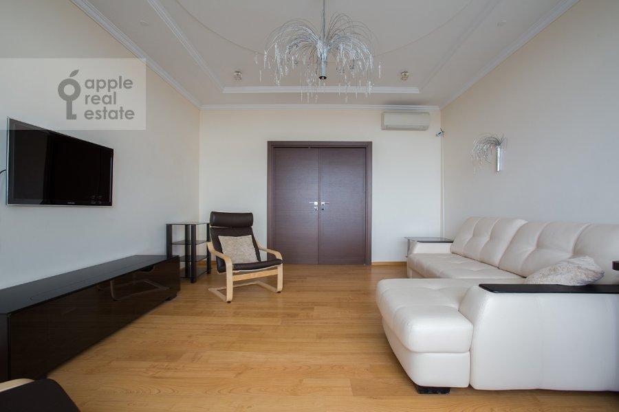 Гостиная в 3-комнатной квартире по адресу Чапаевский пер. 3