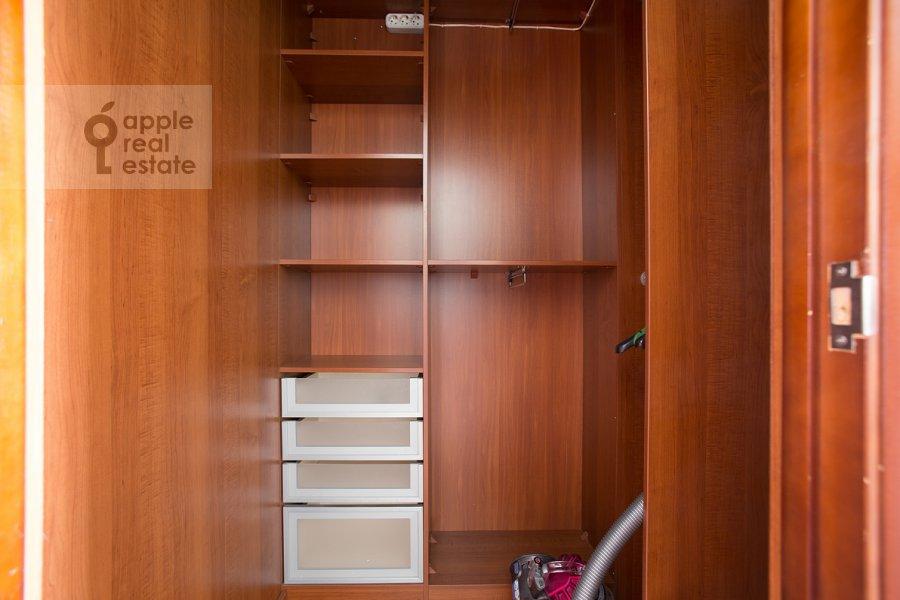 Гардеробная комната / Постирочная комната / Кладовая комната в 2-комнатной квартире по адресу Николопесковский Большой пер. 6