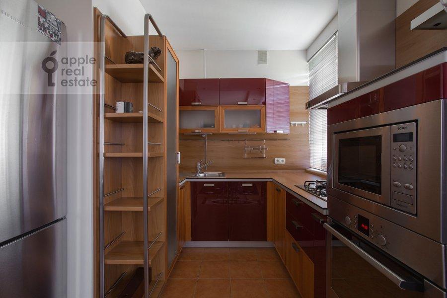 Кухня в 2-комнатной квартире по адресу Николопесковский Большой пер. 6