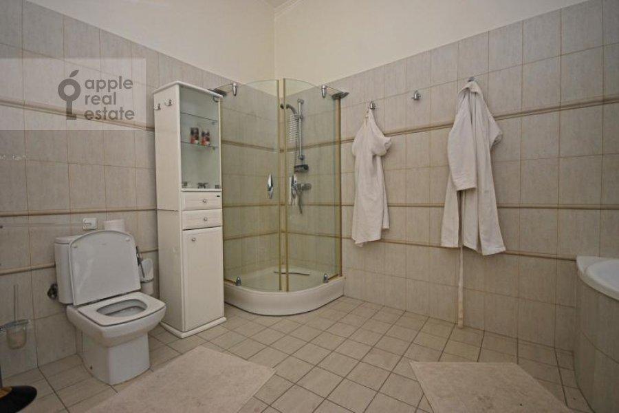 Bathroom of the 3-room apartment at Trubnikovskiy per. 24s1