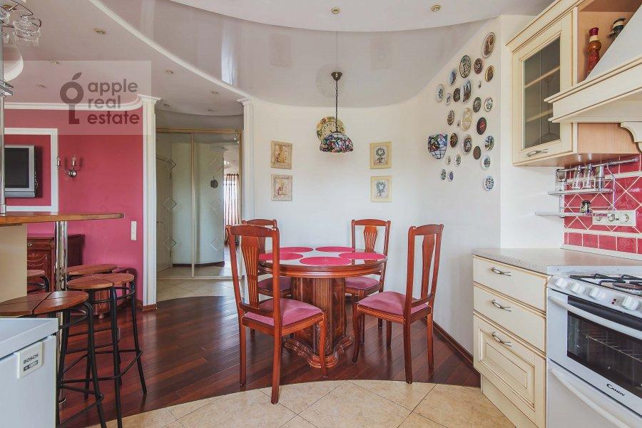 Кухня в 3-комнатной квартире по адресу Бахрушина ул. 4с1