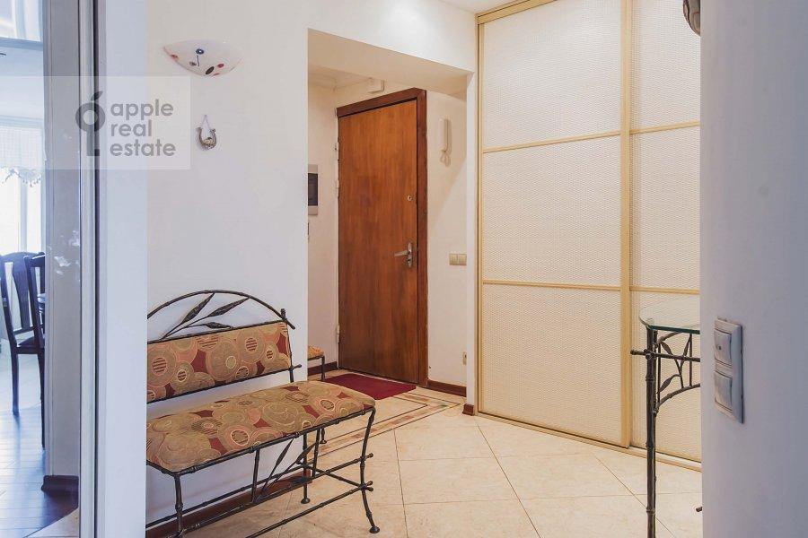 Коридор в 3-комнатной квартире по адресу Бахрушина ул. 4с1