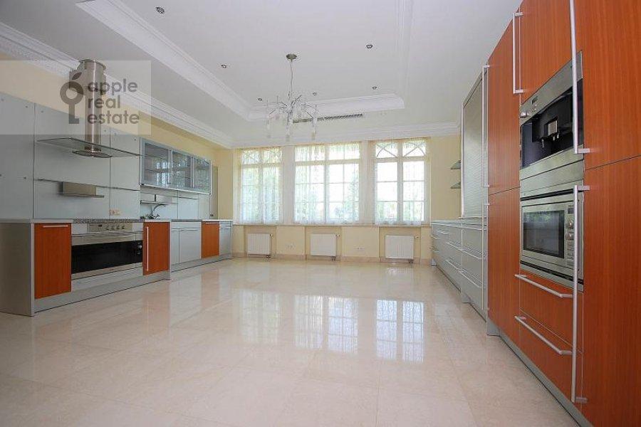 Кухня в 6-комнатной квартире по адресу Береговая ул. 8