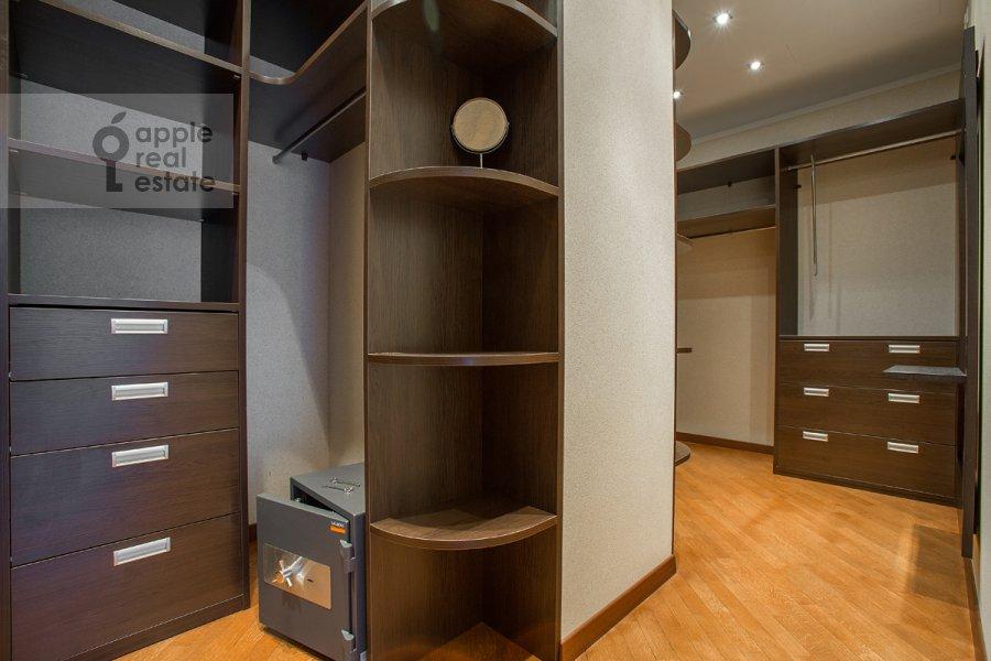 Гардеробная комната / Постирочная комната / Кладовая комната в 4-комнатной квартире по адресу Грузинская Большая ул. 69