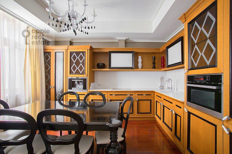Kitchen of the 4-room apartment at Krasnoproletarskaya ul. 7