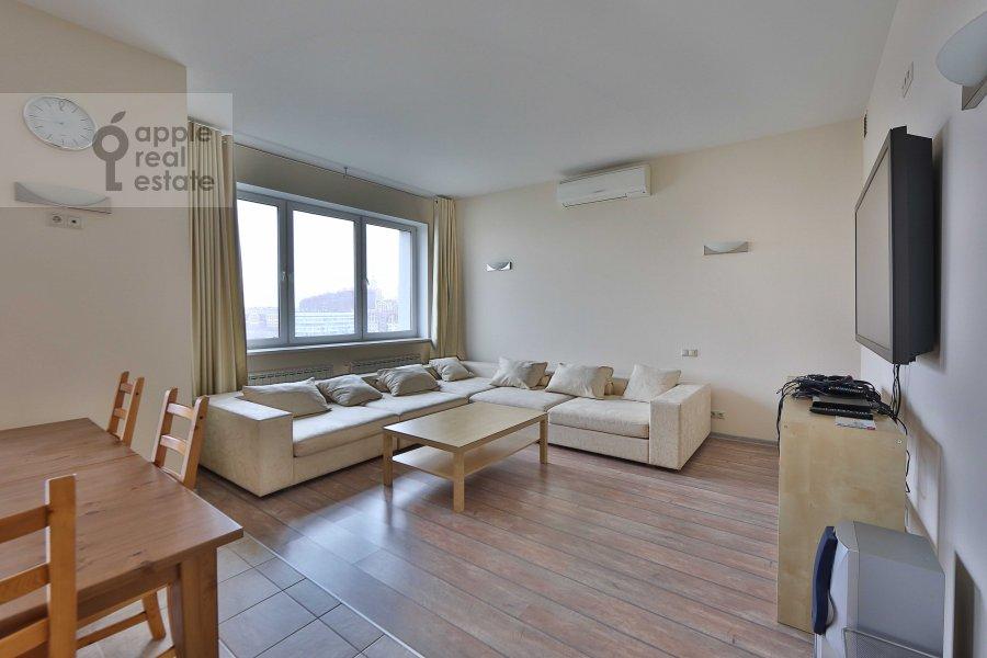 Living room of the 4-room apartment at Marshala Biryuzova ul. 31