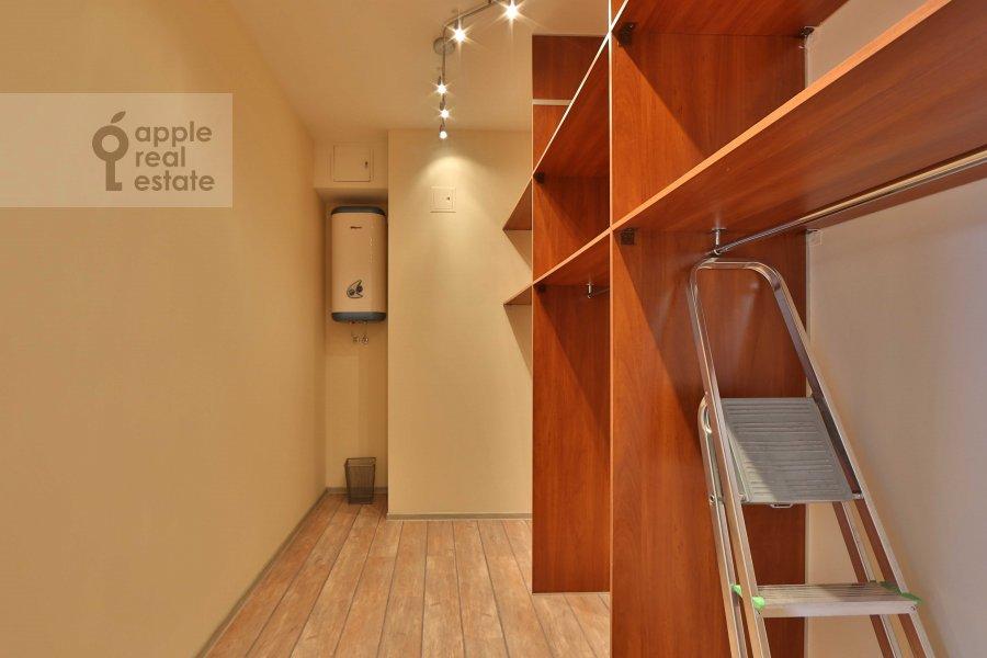 Walk-in closet / Laundry room / Storage room of the 4-room apartment at Marshala Biryuzova ul. 31