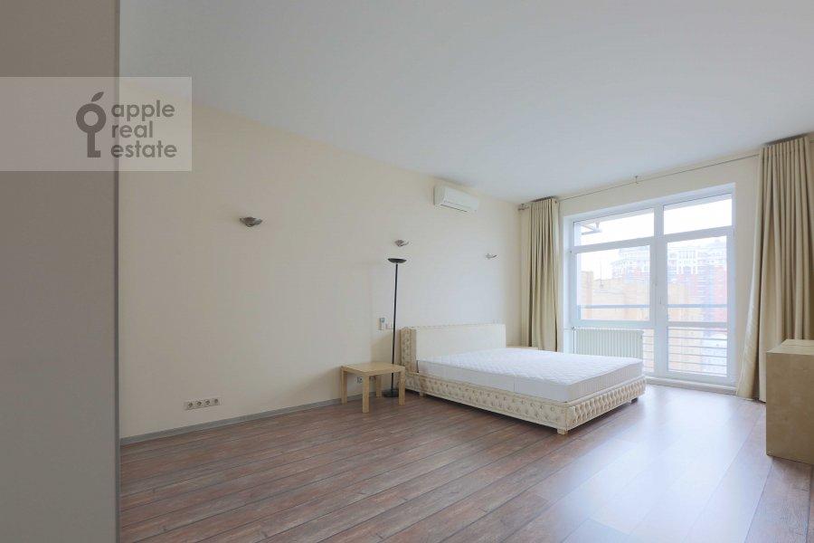 Bedroom of the 4-room apartment at Marshala Biryuzova ul. 31