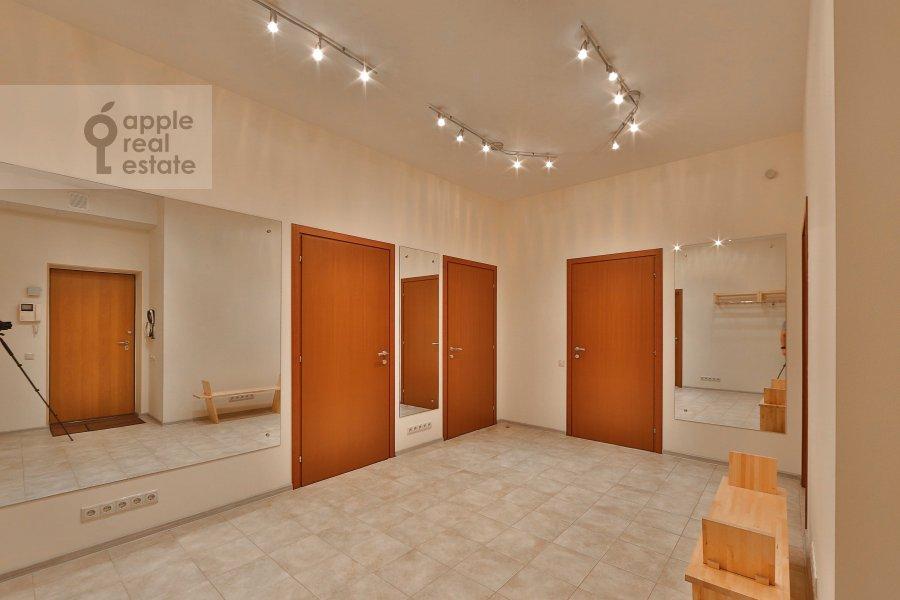 Corridor of the 4-room apartment at Marshala Biryuzova ul. 31