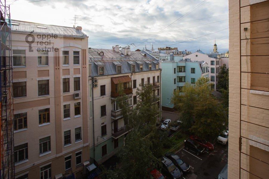 Вид из окна в 6-комнатной квартире по адресу Никитский бульв. 15/16