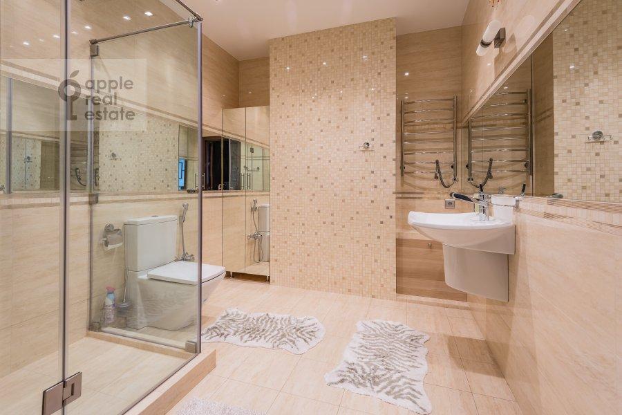 Bathroom of the 3-room apartment at Bol'shaya Gruzinskaya ul. 69