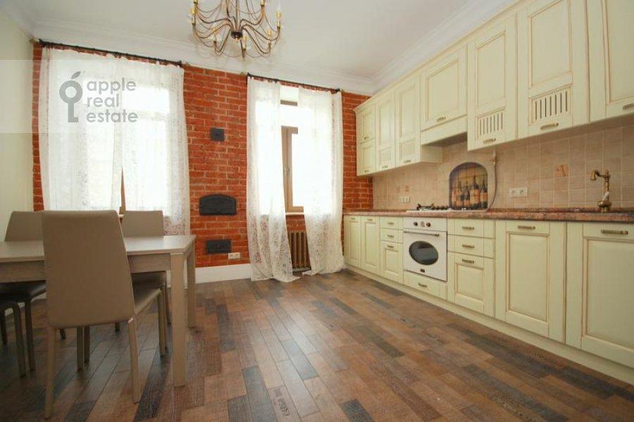 Кухня в 3-комнатной квартире по адресу Тверская ул. 29к1