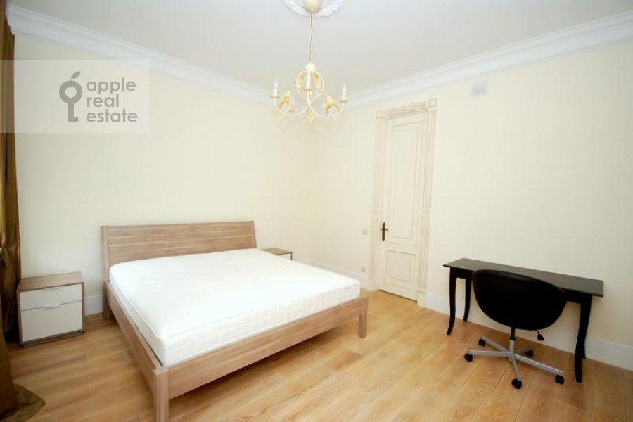 Спальня в 3-комнатной квартире по адресу Тверская ул. 29к1