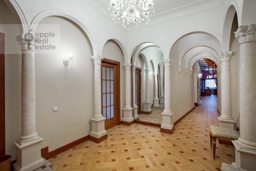 Corridor of the 6-room apartment at Sretenskiy bul'v. 6/1