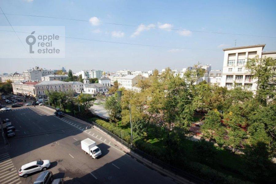 Вид из окна в 6-комнатной квартире по адресу Сретенский бульв. 6/1