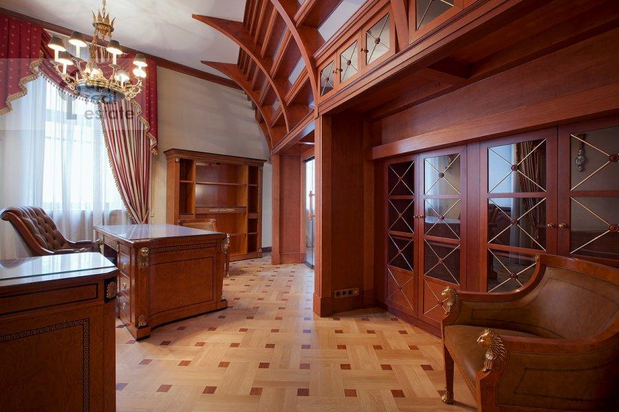 Children's room / Cabinet of the 6-room apartment at Sretenskiy bul'v. 6/1